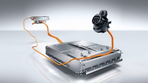 Mercedes-Benz Kembangkan Baterai dari Air Laut