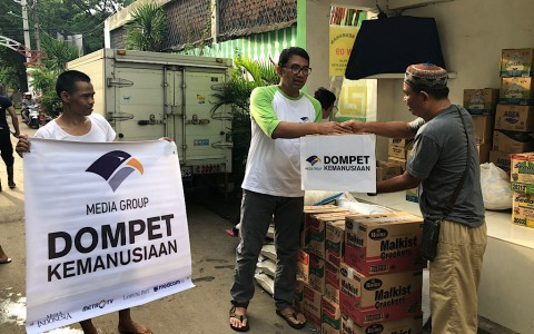 Media Group Salurkan Bantuan Banjir