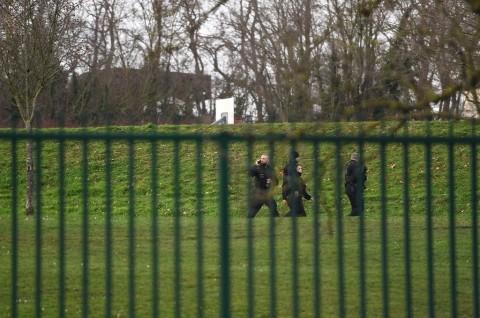 Tusuk Tiga Orang di Dekat Paris, Pria Ditembak Mati