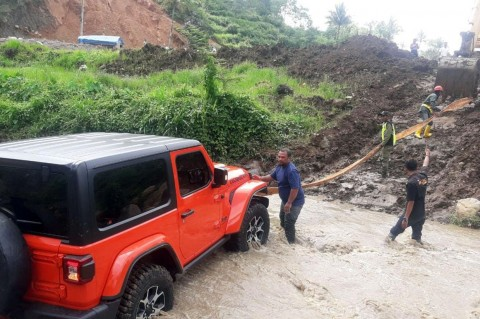 Jeep Wrangler Milik Bupati Karanganyar Gagal Seberangi Sungai