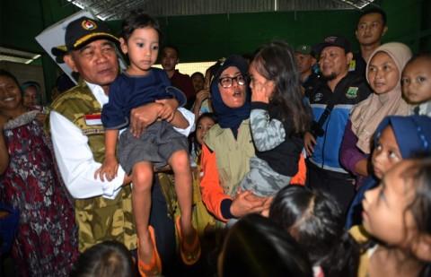 Anak-Anak Korban Banjir Diminta Tetap Sekolah