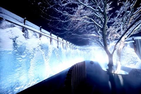 Uniknya, Permandian Terbuka dengan Pemandangan Air Terjun Es