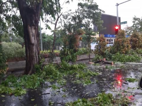 Listrik di Surabaya Padam Setelah Hujan Deras