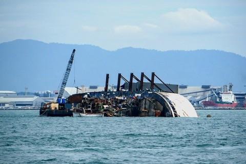 Kapal Menabrak Karang Tenggelam di Manggarai Barat