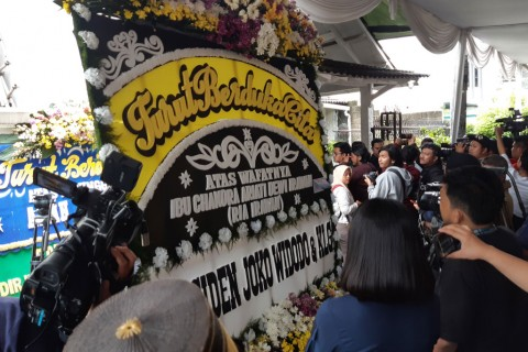 Presiden Jokowi Kirim Bunga Duka atas Wafatnya Ria Irawan