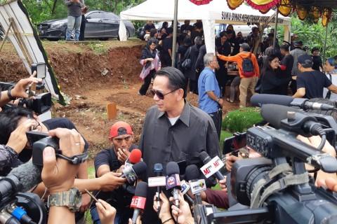 Ray Sahetapy Sulit Menerima Kepergian Ria Irawan