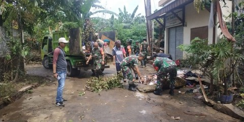 Sampah Rumah Tangga di Tangsel Berserakan Pascabanjir