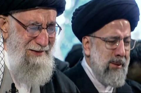 Pemimpin Agung Iran Menangis di Depan Jenazah Soleimani