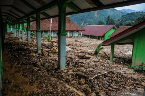 1.253 Siswa Lebak Tak Bisa Belajar di Sekolah Pascabanjir
