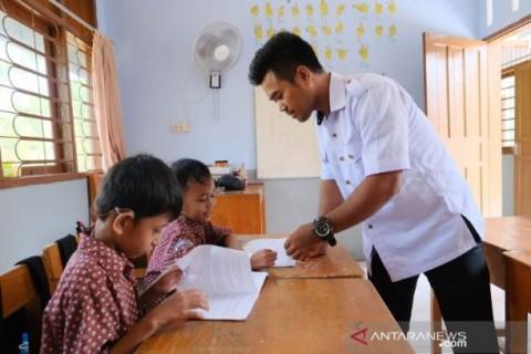 Pagi Mengajar di SLB, Sore <i>Narik</i> Ojol