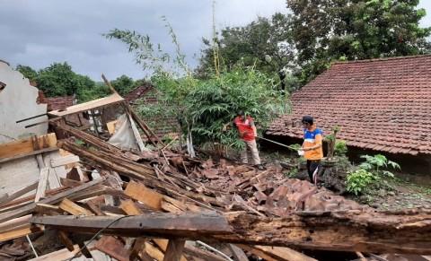 Belasan Rumah di Jepara Roboh Diterjang Angin Kencang