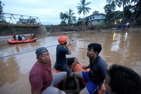 Korban Banjir Lebak Akan Dibuatkan Rumah