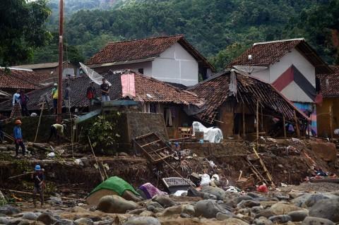 150 Korban Banjir Lebak Dievakuasi dari Hutan