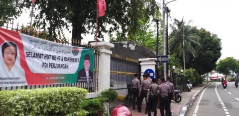 Polisi Hilir Mudik di Markas PDI Perjuangan