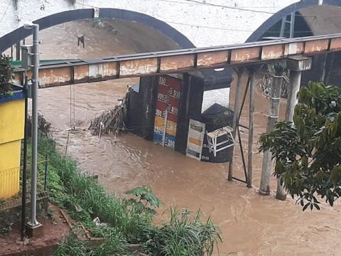 Debit Air Sungai Ciliwung di Depok Meningkat