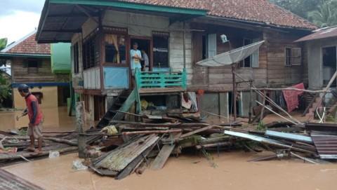 Banjir Bandang Lahat Hanyutkan 12 Rumah
