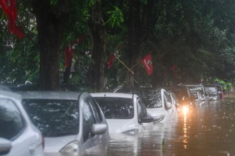 Begini Cara Penanganan Mobil yang Terendam Banjir