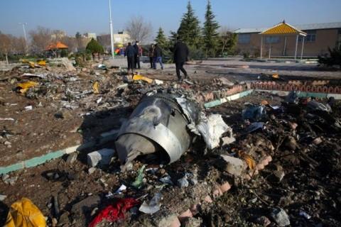 Trump Curiga Pesawat Ukraina Jatuh Ditembak Iran