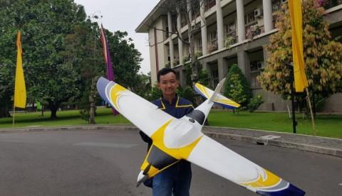 Pesawat Pembasmi Hama Karya UGM Siap Bantu Petani