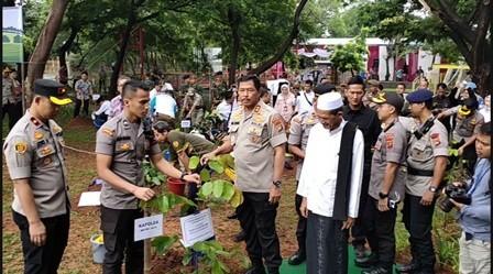 Program Penanaman Pohon Dinilai Ampuh Mengatasi Banjir dan Polusi