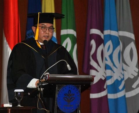 Pengukuhan Profesor, Arif Satria Soroti Persoalan Lingkungan Terkini