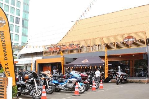 Bikers Harley-Davidson Salurkan Bantuan untuk Korban Longsor di Lebak