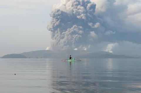 Filipina Waspadai Erupsi Eksplosif Gunung Berapi Taal