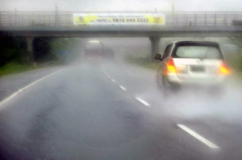 Ubah Perilaku Berkendara saat Musim Hujan
