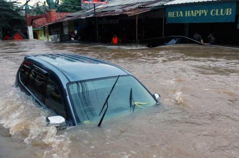 Pertolongan Pertama Mobil yang Terendam Banjir