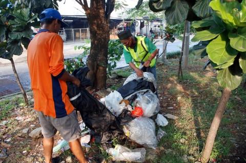Buang Sampah Sembarangan, 27 Orang di Depok Disidang
