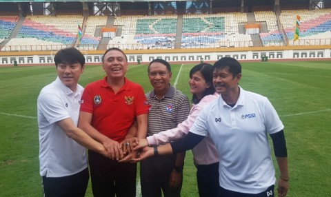 Shin Tae-yong Keluhkan Lapangan Stadion Wibawa Mukti