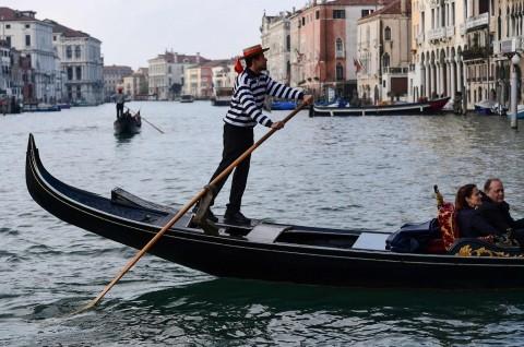 Dua Bulan usai Banjir, Kanal Venesia Hampir Kering