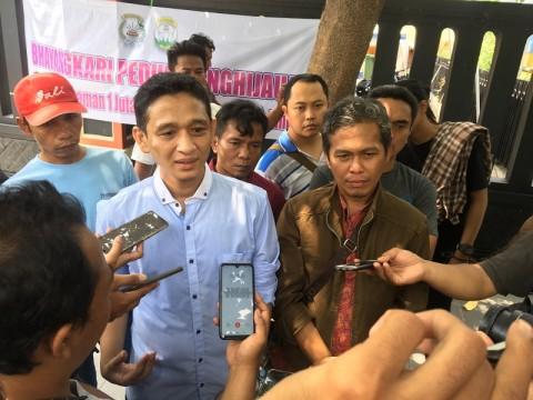 Anggota MeMiles Protes Polisi Tutup Aplikasi