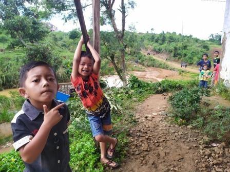 Siswa Korban Longsor di Bogor Tetap Sekolah
