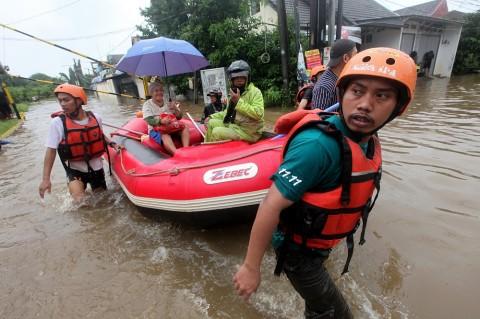 Kelurahan di DKI Disarankan Sediakan Perahu Karet