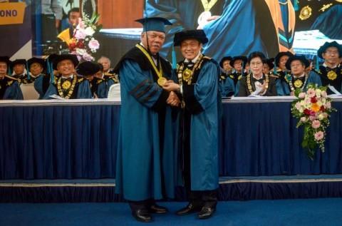 Basuki Hadimuljono Raih Doktor Kehormatan dari ITB