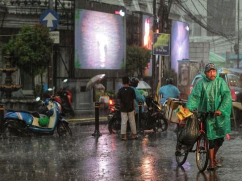 Akhir Pekan, Jakarta Diguyur Hujan Sejak Pagi