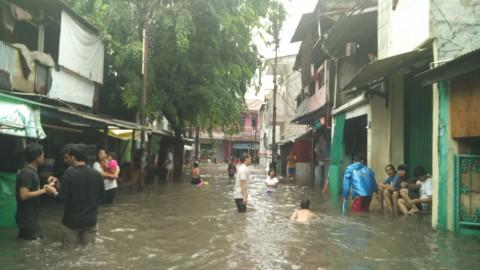 Ratusan Rumah di Kemandoran Terendam Banjir