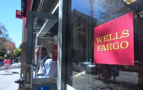 Laba Bank Terbesar Keempat di AS Turun 53%