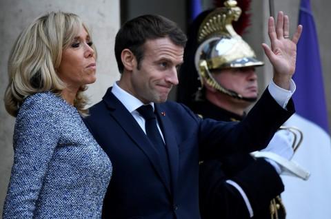 Macron Dievakuasi dari Teater Paris