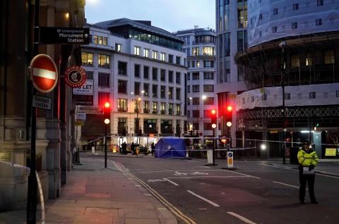 Tiga Orang Tewas dalam Penusukan di London