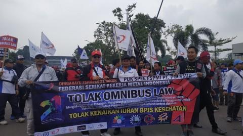 Buruh Demo DPR Menolak <i>Omnibus Law</i>