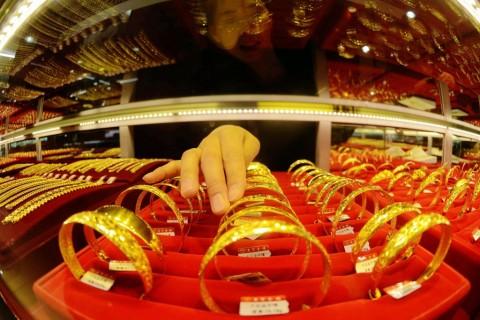 Harga Emas di Perdagangan Asia Menguat Tipis