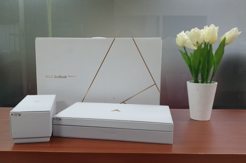 Melihat Kemasan Edisi Spesial Asus ZenBook Edition 30