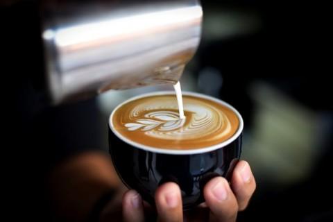 Cara Menghentikan Kebiasaan Minum Kafein Berlebihan