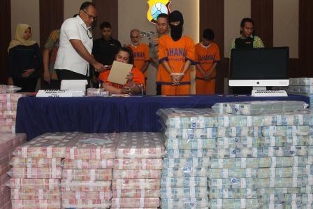 Polisi Kembali Sita Uang Rp4,1 Miliar dari MeMiles