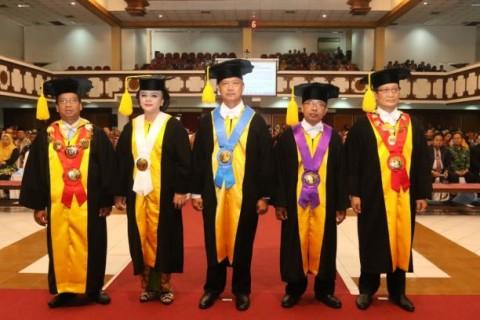 UNS Kukuhkan Tiga Guru Besar