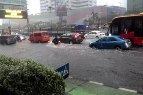 Benarkah Mobil SUV Lebih Siap Menerjang Banjir?