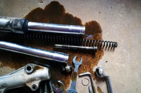Cegah Shockbreaker Depan Motor Bocor saat Musim Hujan