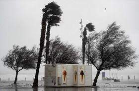 Badai Gloria, Ratusan Ribu Rumah Kehilangan Aliran Listrik